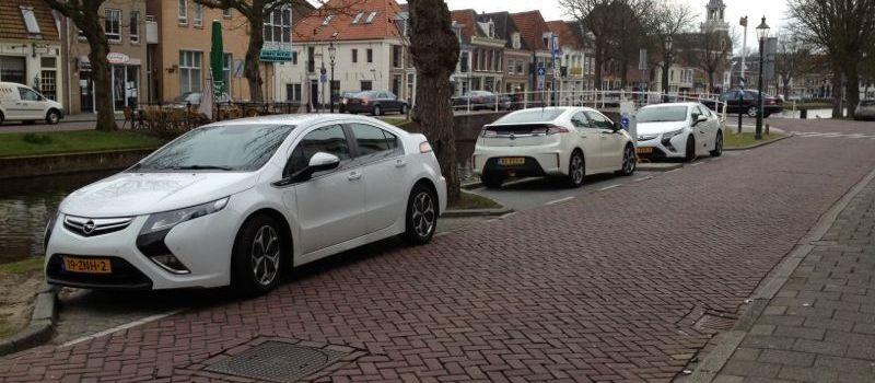 e-auto's aan openbare laadpalen bij blog over elektrisch rijden