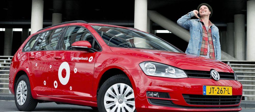 Een auto van greenwheels bij blog over autodelen voor bedrijven