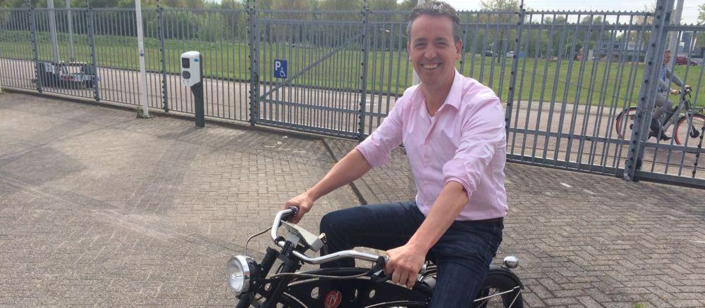 Tobias op een vette e-bike bij blog over Breikers Amsterdam