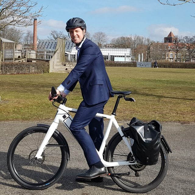 Tobias op speed pedelec bij blog over leasefiets